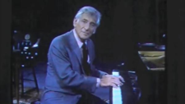 Bernstein suona al pianoforte